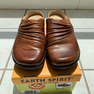 EARTH SPIRIT ELLIE SADDLE BROWN SLIDES
